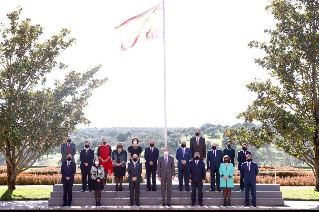 Su Majestad el Rey, recibe a una representación de los Gestores Administrativos