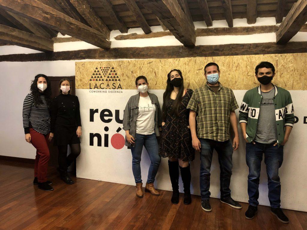 Foto de 6 alumnos del curso tecnológico propiciado por ADEL ya