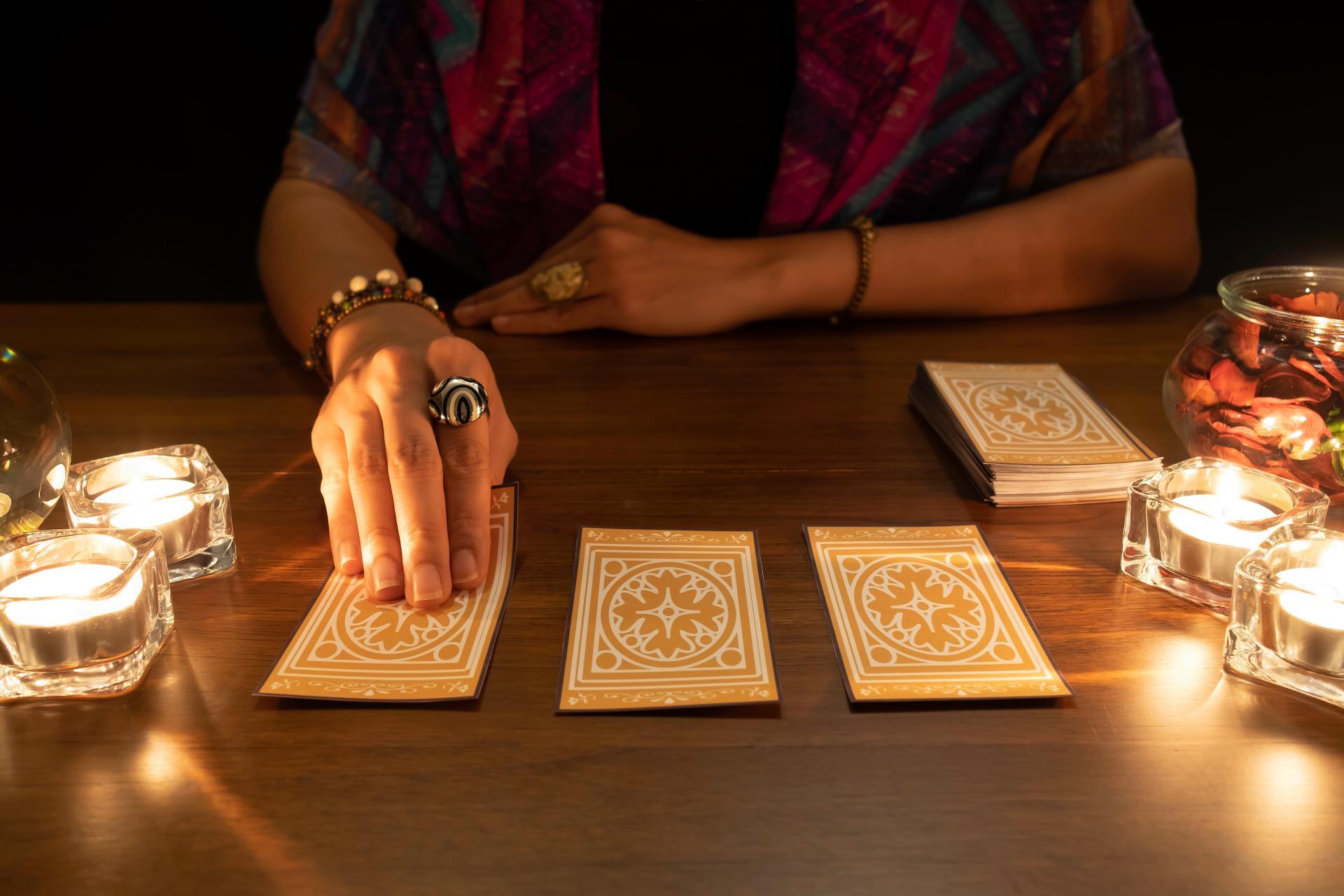 Tarot de Luz María: el don de la videncia natural
