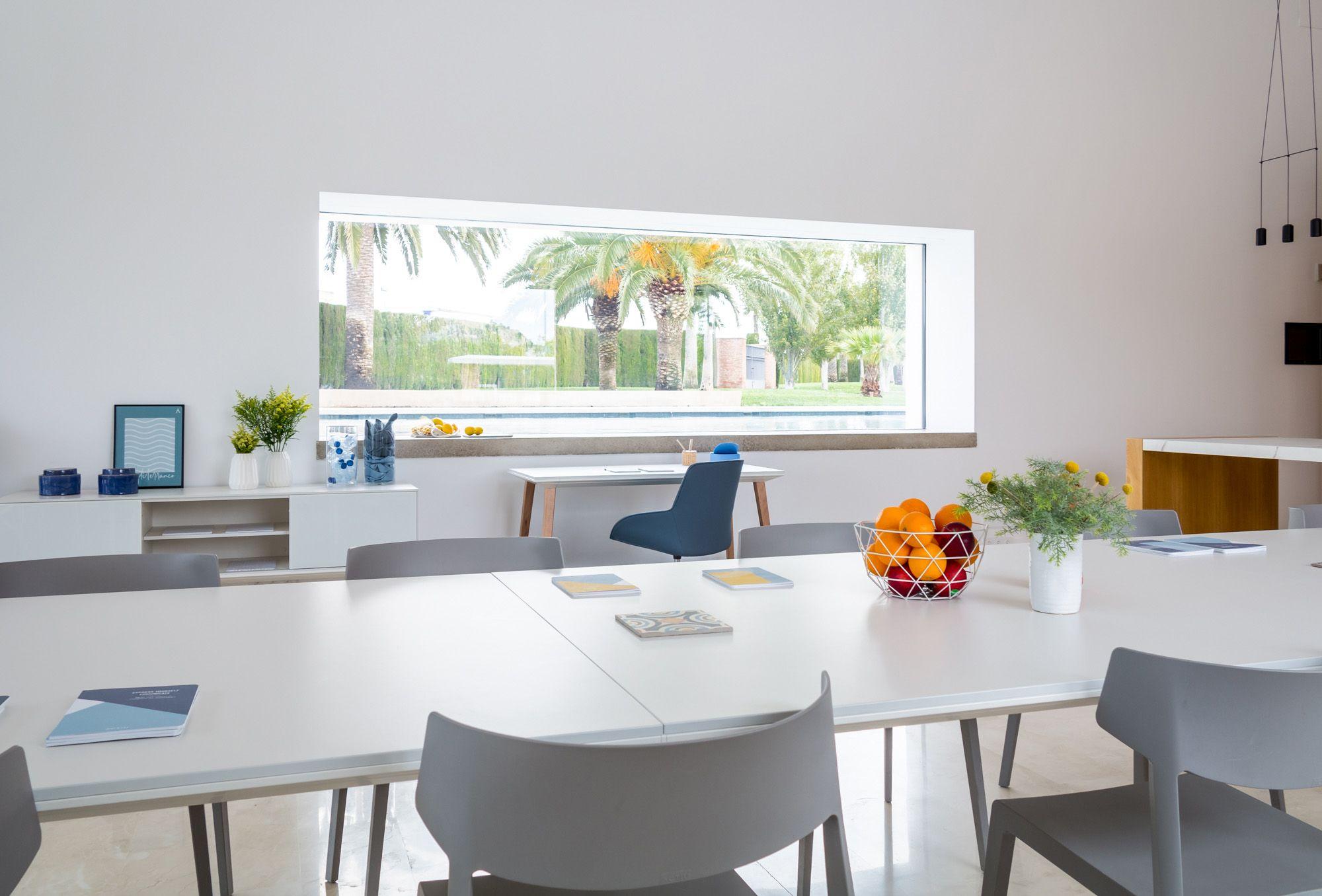 El estilo Mediterráneo que combate el calor y estimula los sentidos en los espacios de trabajo