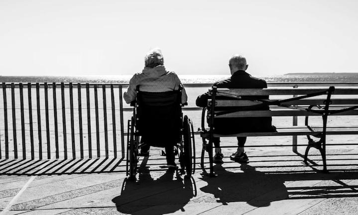 SEPES explica las principales desigualdades en el envejecimiento entre mujeres y hombres