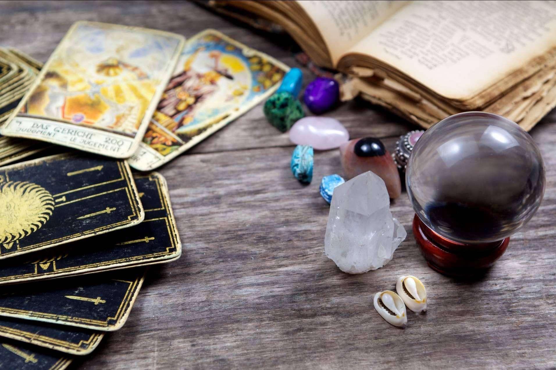La Casa del Tarot y Videncia, expertos en servicios de tarot, videncia y horóscopos